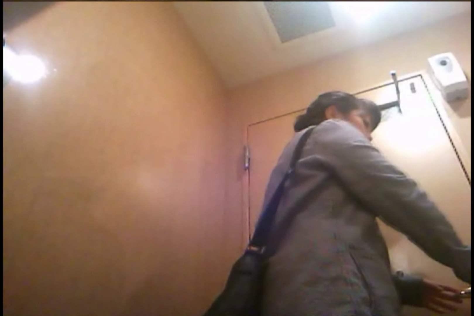 潜入!!女子化粧室盗撮~絶対見られたくない時間~vo,130 お色気熟女 ワレメ無修正動画無料 72枚 35