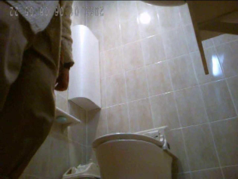 コンビニ店長投稿!ローそン某国立大学前店トイレ盗撮vol.14 トイレ のぞき動画画像 65枚 40